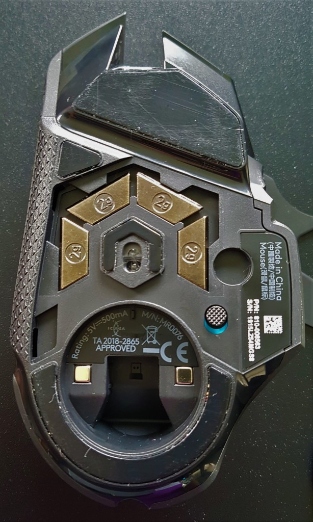 Logiteech G502 LIGHTSPEED under-View with weights and dongle slot